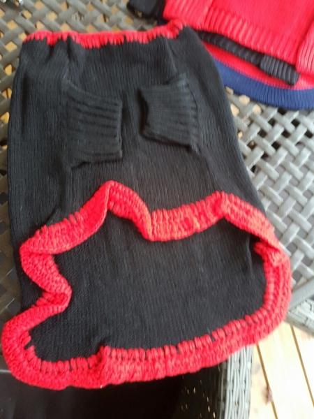 Hundepulli schwarz mit rot, RL 33 - 40 cm