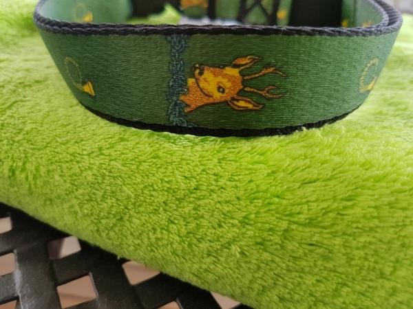 Gurtband-Halsband Hubertus, grün mit Hirsch und Jagdhornmotiv, 43 cm - 65 cm, 3 cm breit