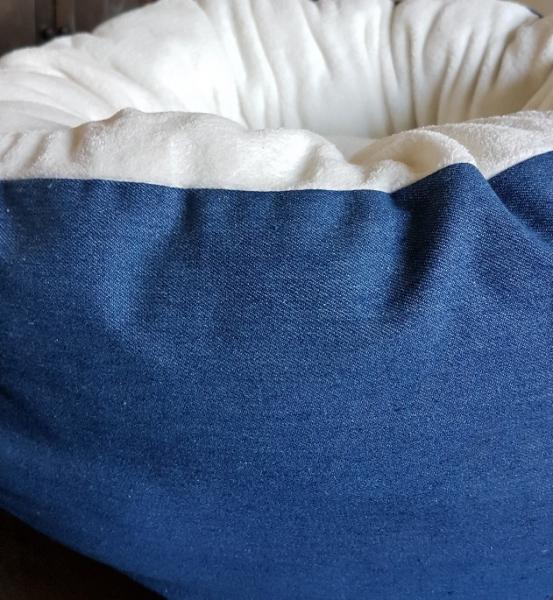 Kuscheldonut, Jeans, wollweißer Microfaser-Wellnessfleece, Durchmesser 60 cm