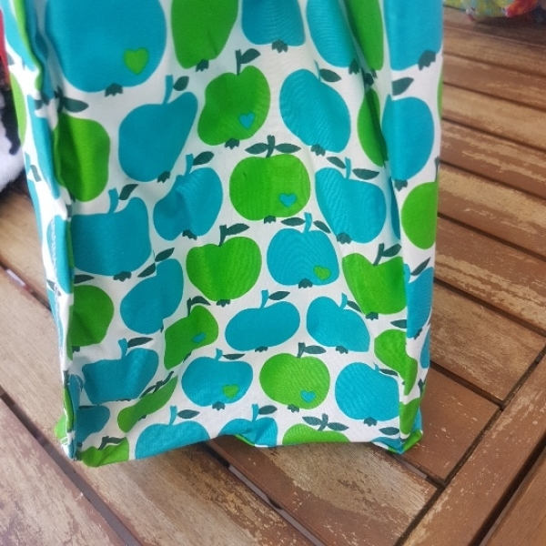 Große Tasche aus beschichteter Baumwolle, Apfelmotiv, 45 x 40 x 20 cm