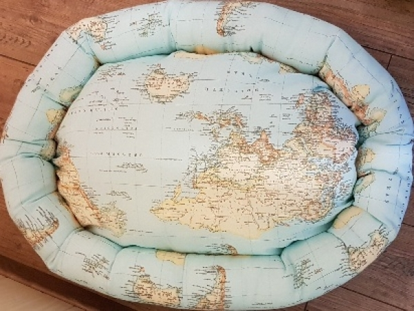 Hundebett Welt, oval, ca. 67 x 50 x 18 cm, Baumwolle