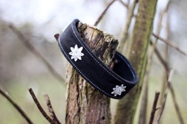 Wildlederhalsband schwarz, sehr weich, mit Steinchen beklebt, Dornschließe, 4 cm breit